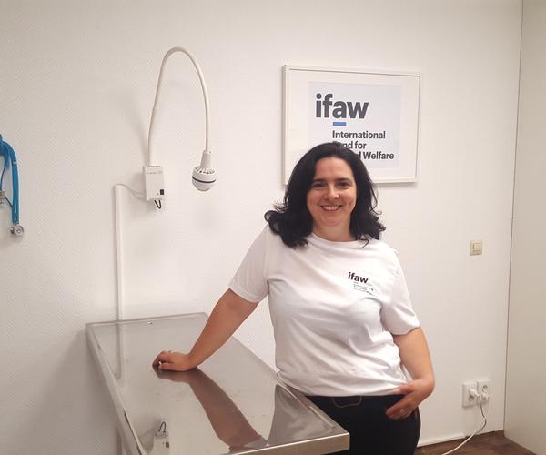 Die Tierarztpraxis des IFAW für bedürftige Tierhalter in Berlin ist wieder geöffnet!